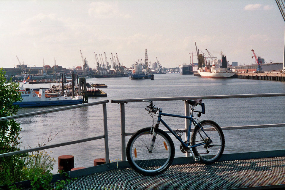 Hamburg: Bike Tour of the Speicherstadt & Old Harbor