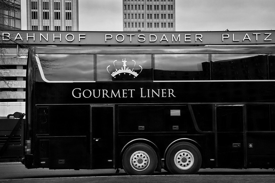 Berlin: Gourmet Liner 3.5-Hour Tour through the City